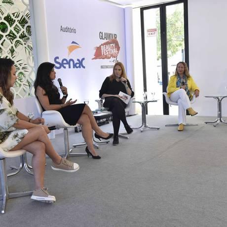 Patricia Lima,Cris Dios, Renata Kalil, Roseli Siqueira e Maju Trindade na palestra sobre slow beauty Foto: ISMAR INGBER / Agência O Globo