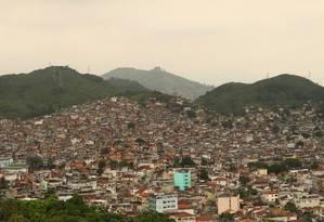 O complexo da Vila Cruzeiro visto da Igreja da Penha Foto: Bia Guedes / Agência O Globo