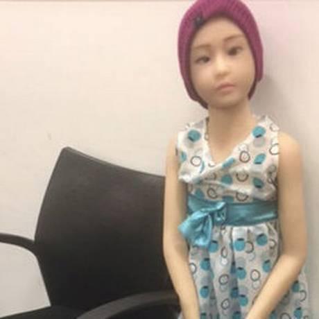 A boneca sexual importada pelo acusado tem a anatomia de uma criança Foto: HANDOUT / REUTERS
