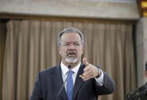 Raul Jungmann diz que Forças Armadas já preparam segunda fase da operação Foto: Domingos Peixoto / Agência O Globo