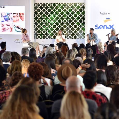 Uma das palestras do último dia do Glamour Beauty Festival Foto: ISMAR INGBER / Agência O Globo