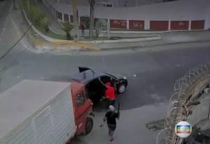 Imagens flagram roubo de carga na Zona Norte Foto: Reprodução / TV Globo