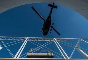 Helicóptero da Voom, subsidiária da Airbus, sobrevoa São Paulo. Foto: Nelson Almeida/AFP