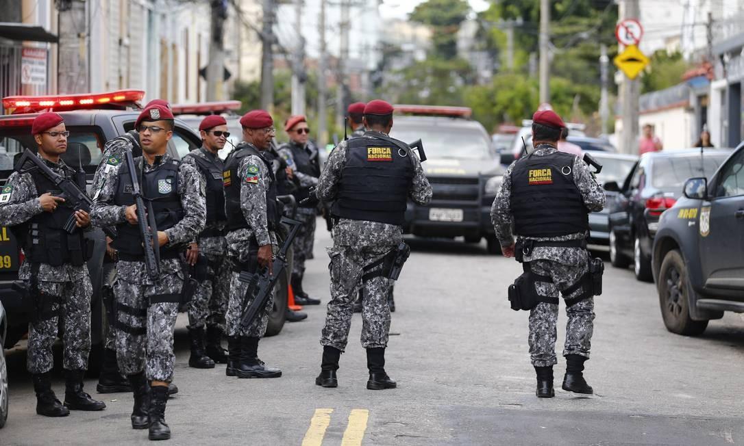 Atuação das Forças Armadas no Rio. Na foto, os agentes no entorno do Complexo do Lins Foto: Pablo Jacob / Agência O Globo