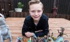 """Charlie Edwards, de 10 anos, é """"viciado em dinossauros"""", como afirmam seus pais Foto: Reprodução da internet"""