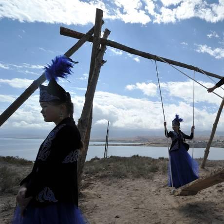 Mulheres do grupo étnico dos quiguizes são as maiores vítimas da prática Foto: VYACHESLAV OSELEDKO / AFP