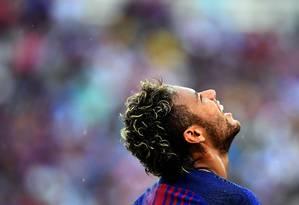 Neymar em ação pelo Barcelona na pré-temporada do clube, nos EUA: atacante anunciou que deseja deixar o Barça Foto: JEWEL SAMAD / AFP