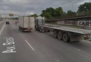 A Avenida Brasil, onde caminhoneiro foi assaltado nesta quinta-feira Foto: Google Street View / Reprodução