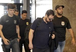 Alexandre Pinto, ex-secretário de obras da prefeitura do Rio, chega à Superintendência da PF Foto: Gabriel de Paiva