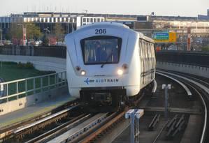 AirTrain, que liga o Aeroporto JFK ao metrô de Nova York, nos Estados Unidos Foto: Ad Merkens / Creative Commons/Reprodução