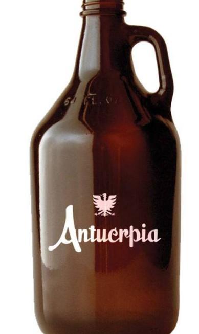Growler Antuérpia à venda no Deli Delícia (21 3572-8567), R$ 35,90: o growler é um utensílio cervejeiro, geralmente em vidro escuro ou porcelana, com capacidade de 1 a 5 litros de chope, que serve para transportar a bebida para consumi-la onde quiser, preservando a temperatura e o sabor Divulgação