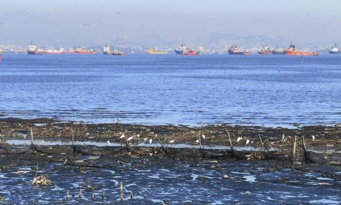 Promessa olímpica, despoluição da Baía de Guanabara não foi concluída um ano depois dos Jogos Foto: Fábio Guimarães / Agência O Globo