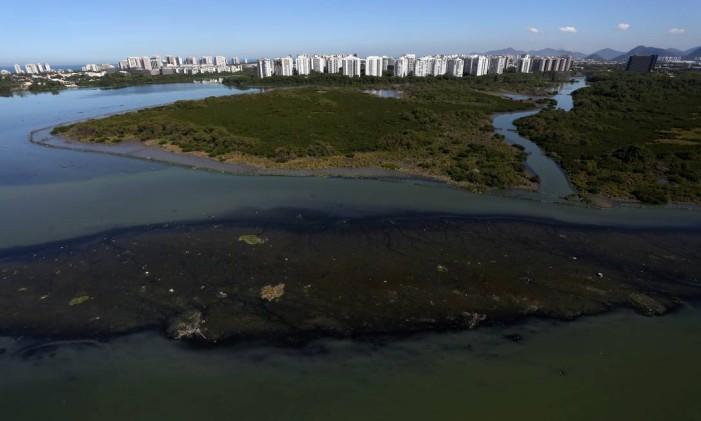 Complexo lagunar da Barra permanece agonizante após a Rio-2016 Foto: Custódio Coimbra / Agência O Globo