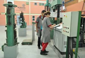 Laboratório de Estruturas e Materiais da Coppe/UFRJ, coordenado pelo professor do Programa de Engenharia Civil da Coppe/UFRJ, Romildo Toledo, também vice-diretor da Coppe Foto: Divulgação / Coppe/UFRJ