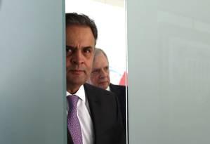 Os senadores Aécio Neves (PSDB-MG) e Tasso Jereissati (PSDB-CE) Foto: Givaldo Barbosa / Agência O Globo / 3-8-17
