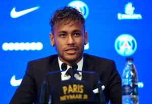 Neymar em sua primeira entrevista coletiva no Paris Saint-Germain Foto: LIONEL BONAVENTURE / AFP