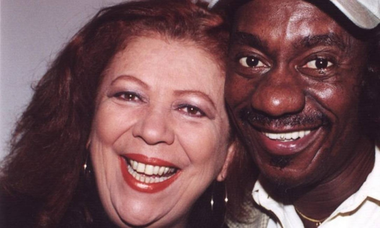Beth Carvalho e Luiz Melodia em 28 de julho de 2000 Foto: Cristina Granato / Divulgação