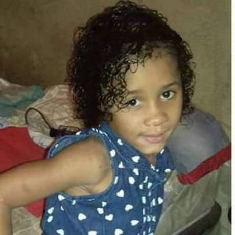 Agatha Nicole Silva Victorino, de apenas 6 anos. Ela foi morta e o corpo colocado dentro de uma mala Foto: Reprodução