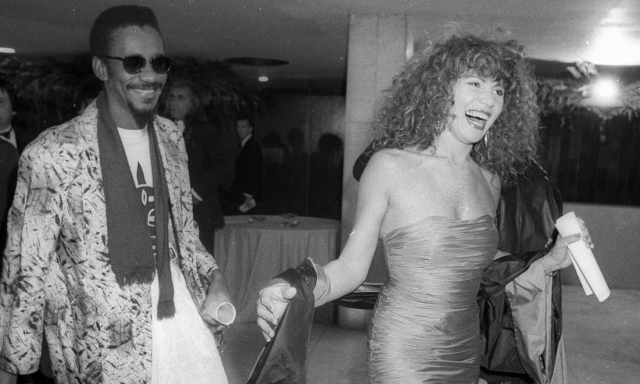 Elba Ramalho e Luiz Melodia no prêmio Sharp de Música em 1º de junho de 1988 Foto: Agência O Globo / Frederico Rozário