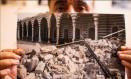 Refugiado no Rio, Ali Abidulah coleciona imagens da guerra na Síria Foto: Agência O Globo
