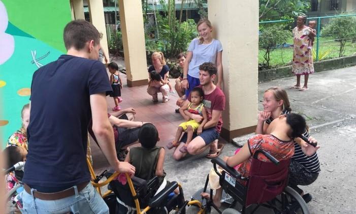 Apoio a crianças com necessidades especiais nas Filipinas Foto: AFS Intercultura Brasil / Divulgação