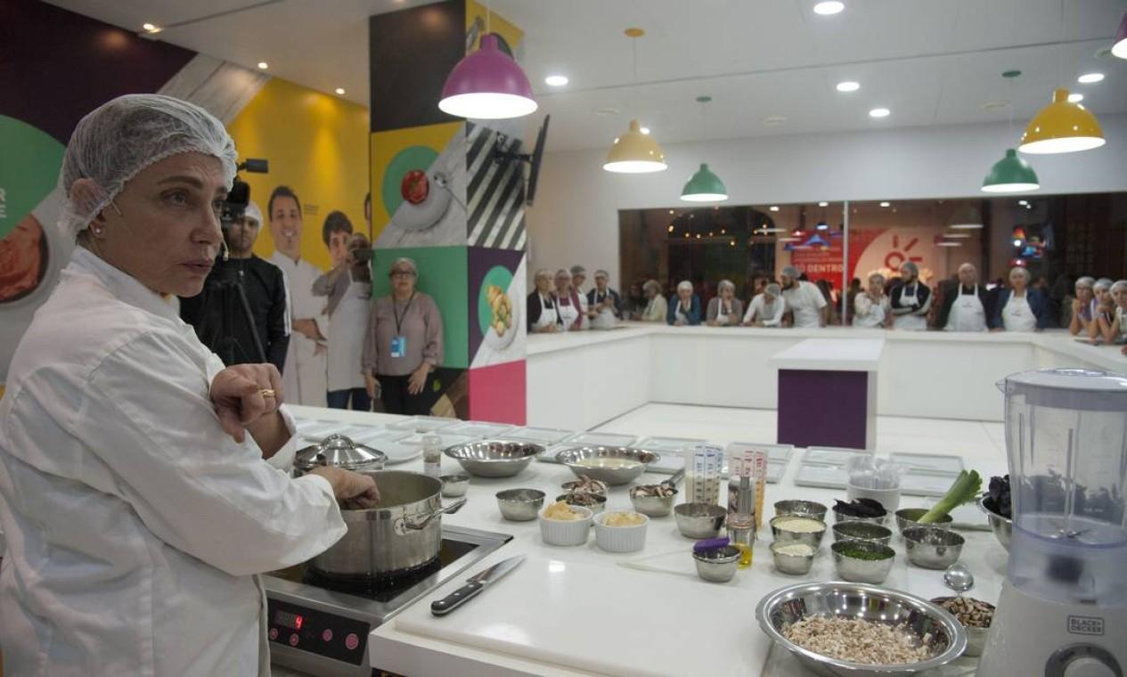 Flan de funghi misti feito pela chef Silvana Bianchi atraiu a atenção do público Foto: Adriana Lorete / Agência O Globo