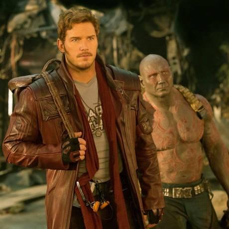 Peter Quill (Chris Pratt) e Drax (Dave Bautista) contracenam em 'Guardiões da galáxia: Vol. 2' Foto: Divulgação