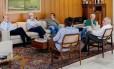 Temer, Maia, Eunício e ministros durante reunião neste domingo Foto: MARCOS CORREA / Agência O Globo