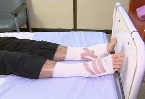Sam Kanizay, de 16 anos, após receber os curativos no hospital Foto: AP