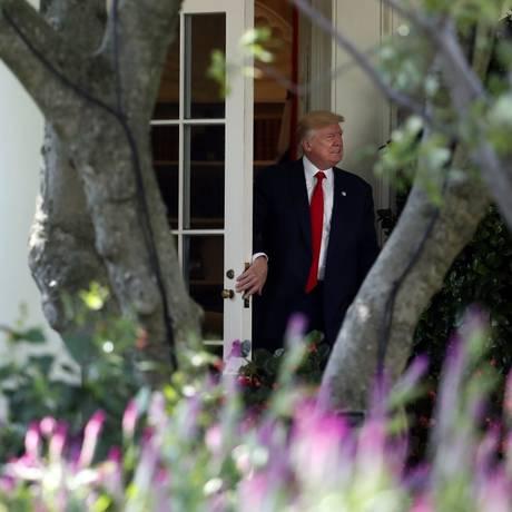 Presidente Donald Trump deixa o Salão Oval, na Casa Branca Foto: Alex Brandon / AP