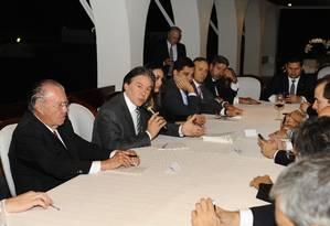 O presidente do Senado, senador Eunicio Oliveira (PMDB-CE), com o presidente da Câmara, Rodrigo Maia (DEM-RJ), recebe senadores e deputados para tratar da Reforma Politica Foto: Jonas Campos / Agência Senado Federal