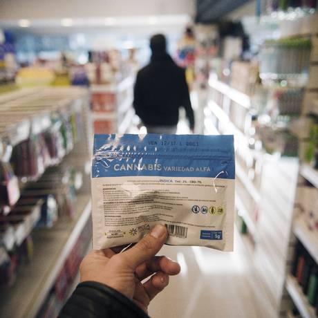 Agora, apenas três farmácias estão habilitadas a comercializar maconha na capital Montevidéu Foto: El Pais / Fernando Ponzetto