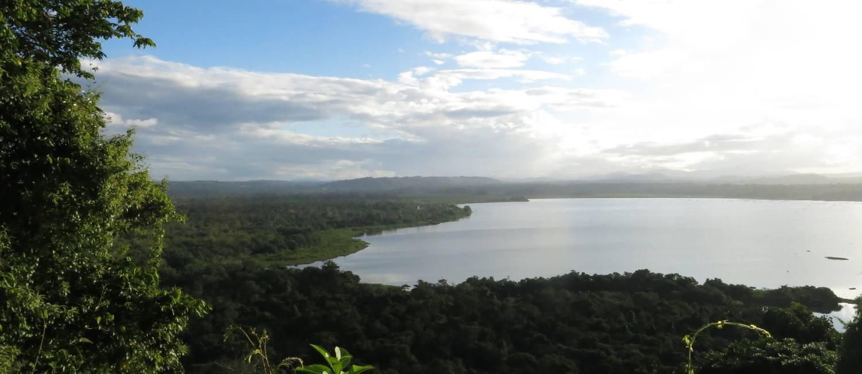 Mirante. Da estrada, uma visão da Lagoa Encantada, um dos segredos da região Foto: Carolina Mazzi
