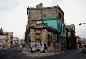 Grafite do artista cubano Yulier Rodriguez preenche paredes nas ruas de Havana Foto: ALEXANDRE MENEGHINI / REUTERS