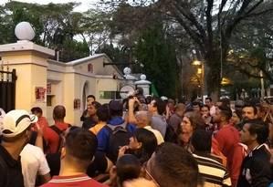 Sem-teto na frente da mansão do deputado Paulo Maluf Foto: Marcos Alves/Agência O Globo
