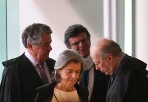 Os ministros Marco Aurélio, Cármen Lúcia, Fux e Celso de Mello Foto: André Coelho / Agência O Globo