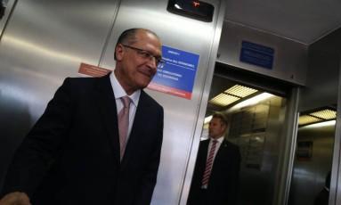 O Governador de São Paulo, Geraldo Alckmin nos corredores do Senado Federal Foto: Ailton de Freitas / Agência O Globo