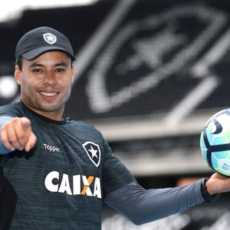 Jair Ventura, prestes a completar um ano como técnico do Botafogo Foto: Marcelo Theobald / Agência O Globo