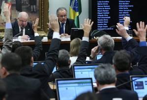 Reunião da comissão da reforma política, na Câmara Foto: Givaldo Barbosa / O Globo