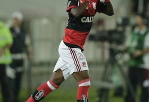 Vinicius Jr. olha para os céus ao marcar seu primeiro gol como profissional Foto: Alexandre Cassiano