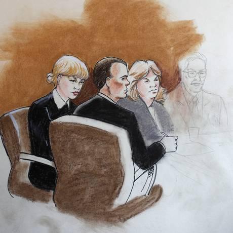 Sketch de julgamento mostra Taylor Swift e mãe ao lado Foto: Jeff Kandyba / AP