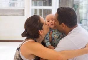 Michel ficou em casa nos dois primeiros meses de vida de Bento para participar ativamente dos cuidados do bebê Foto: Arquivo pessoal