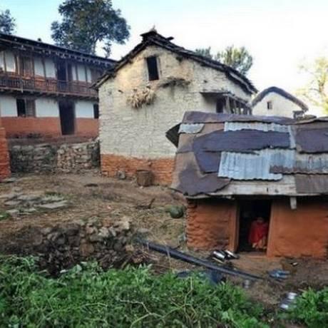 Em algumas partes do Nepal mulheres dormem em cabanas enquanto estão menstruadas Foto: AFP