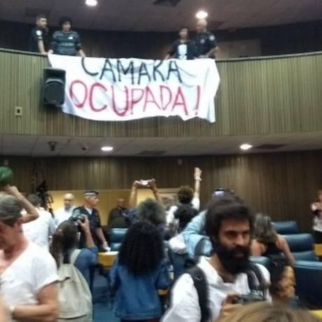 Faixa de manifestantes estendida no interior da Câmara Municipal de São Paulo Foto: Divulgação / CUT