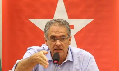 Deputado Carlos Zarattini (PT-SP), o líder da bancada petista na Câmara Foto: Ailton de Freitas / O Globo/31/01/2017