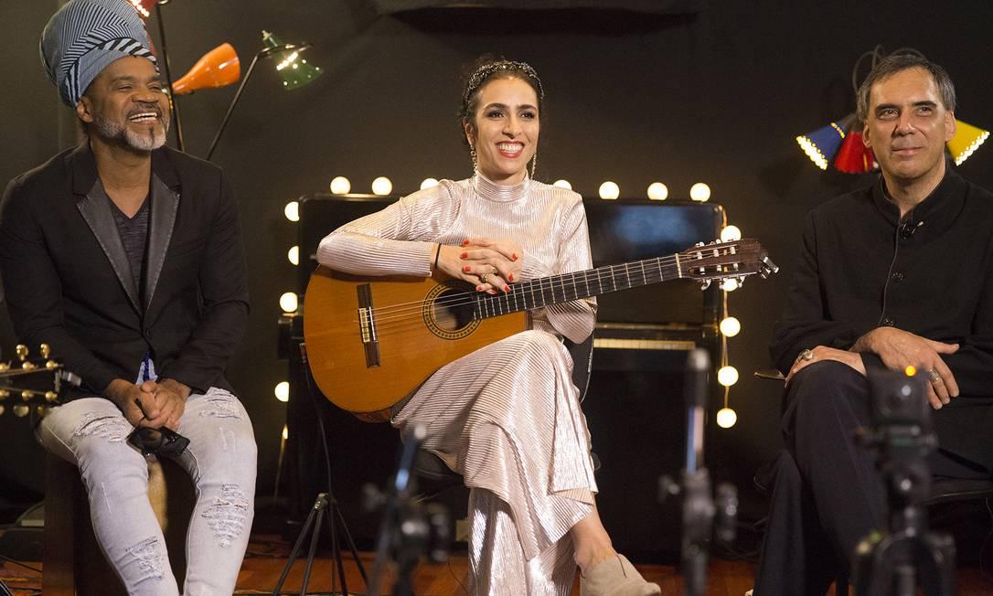 Carlinhos Brown, Marisa Monte e Arnaldo Antunes, em transmissão na qual apresentaram quatro novas músicas Foto: Marco Froner / Divulgação