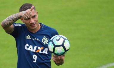 Guerrero em treino do Flamengo Foto: Gilvan de Souza