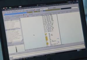 Computador exibe parte de código de malware Foto: VALENTYN OGIRENKO / REUTERS