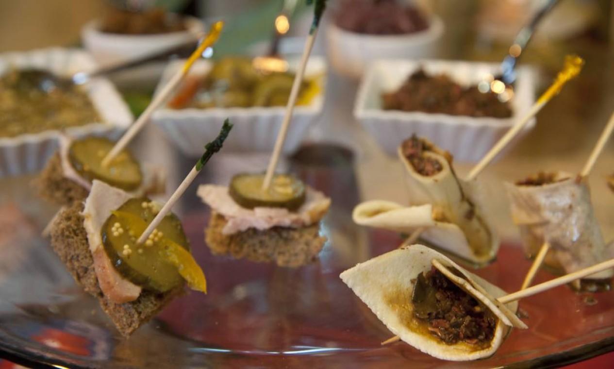 O Rio Gastronomia é o paraíso das provinhas. Na foto, petiscos do Arte em Conserva Foto: Adriana Lorete / Agência O Globo