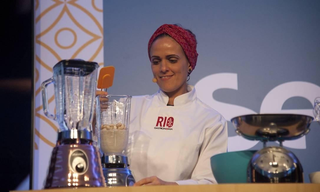 No Auditório Senac, Lidiane Barbosa deu uma aula sobre sabores veganos do Brasil Foto: Adriana Lorete / Agência O Globo
